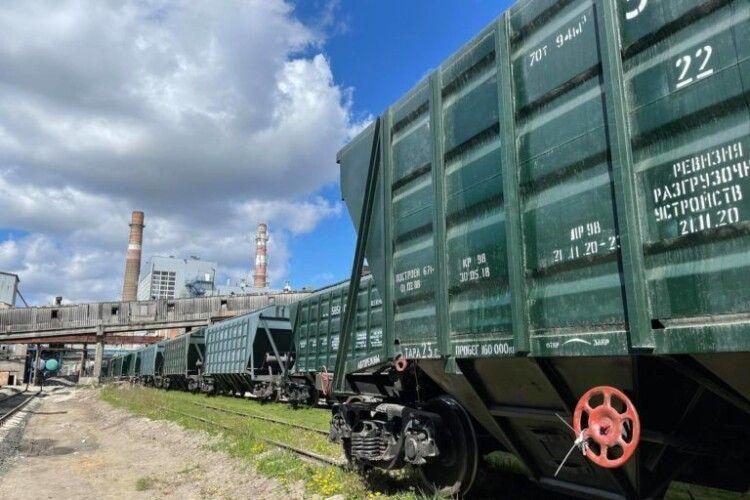 Перша партія сировини з цукрової тростини прибула на Гнідавський цукровий завод
