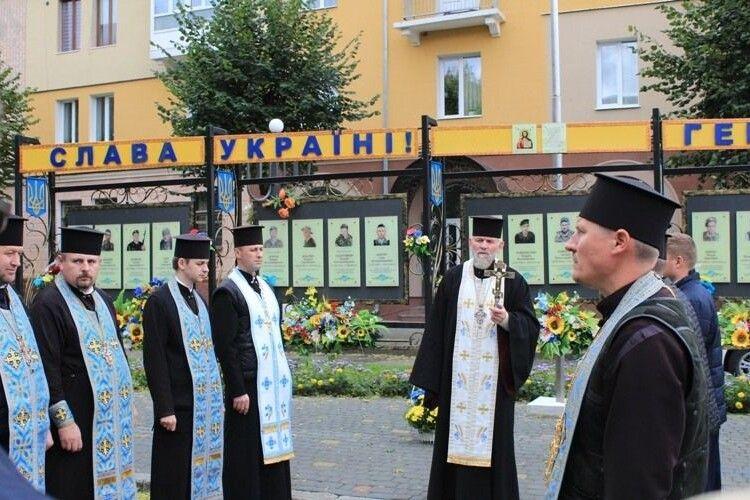 На Покрову в Нововолинську відслужили панахиду за загиблими бійцями (Фото)
