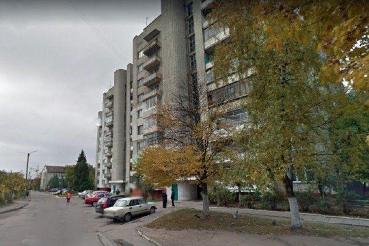 47-річний чоловік викинувся з балкона сьомого поверху