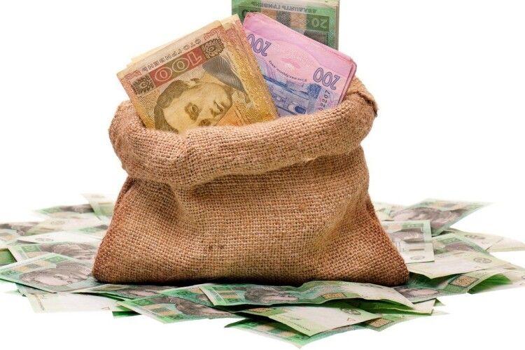 На Рівненщині співробітники «ЛохотронБанку» виманили в наївної пенсіонерки 54 тисячі гривень