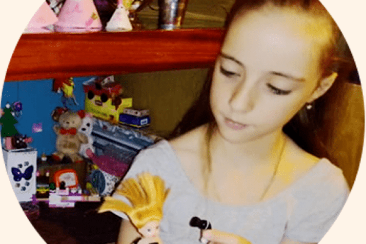 Восьмирічна школярка з Городця (Рівненщина) створює неймовірне мініатюрне житло та предмети побуту для ляльок