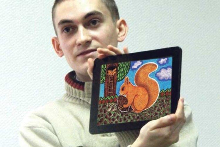 Студент продає свої міні-листівки з віршами, щоб урятувати чужу дитину