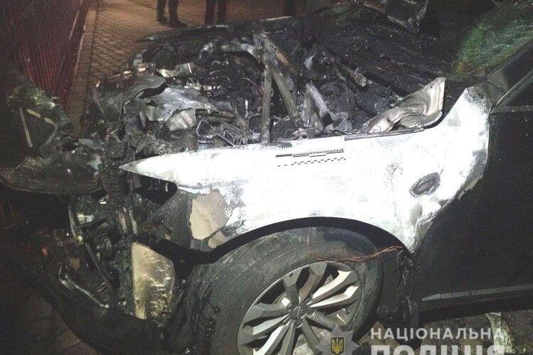 У Рівному підпалили авто депутата (Фото)
