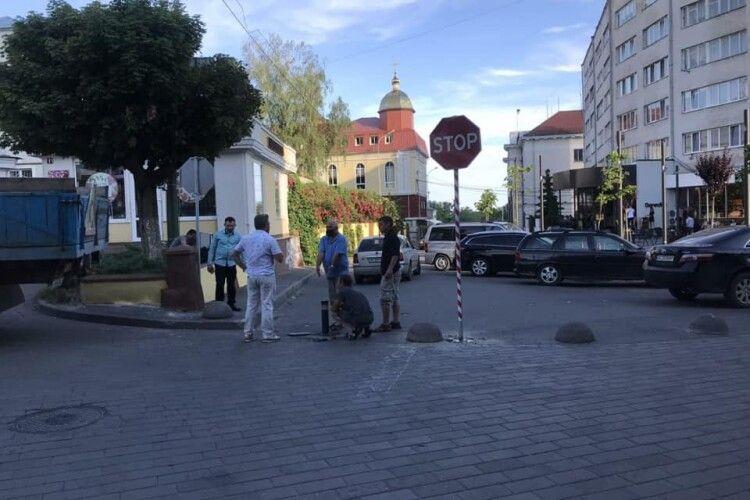 У Луцьку перекрили в'їзд на Театральний майдан з Градного Узвозу