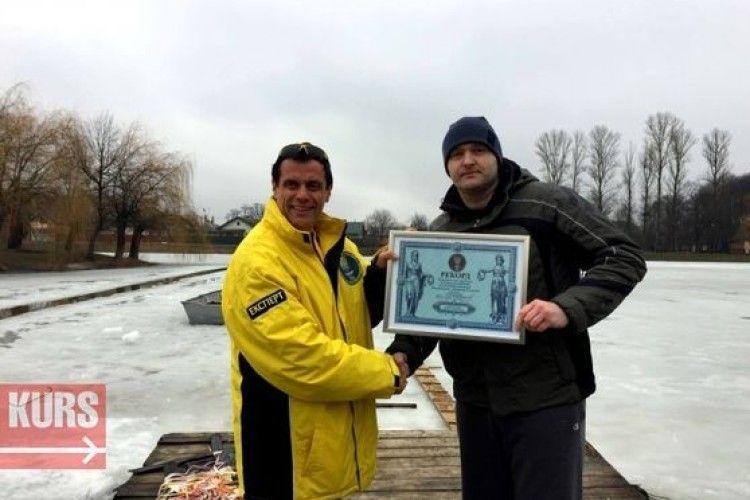 Житель Коломиї проплив під кригою 61 метр