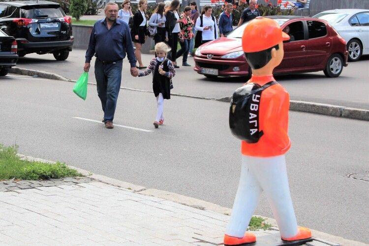 У Луцьку біля пішохідних переходів встановлять фігурки дітей