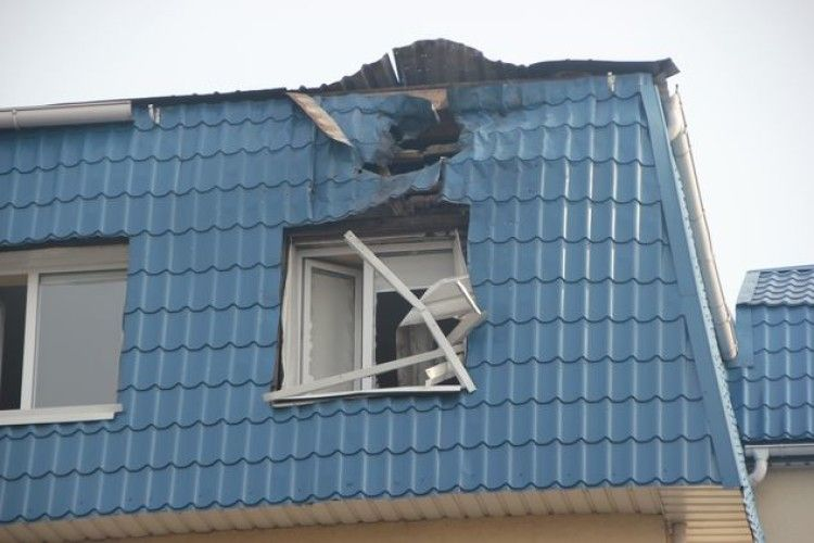 Велика провокація у Луцьку: з гранатомета обстріляли польське консульство і побили вікна у Сбербанку та Альфа-банку (фото, відео)