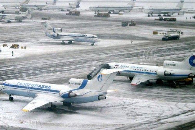 У московському аеропорту з літака випала стюардеса