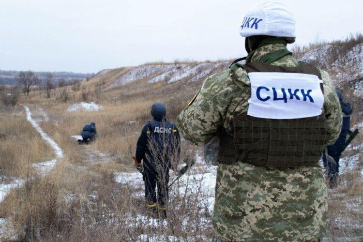 На Донбасі під час обстрілу поранили військового. Він у важкому стані