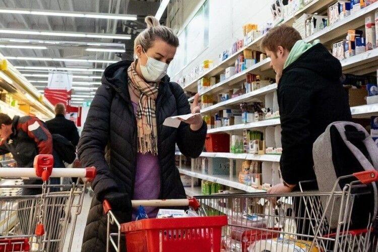 У Польщі українці загрожує до 8 років тюрми: хвора коронавірусом пішла на закупи