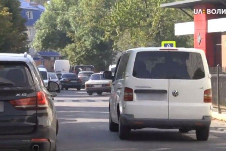 Водії, які паркуються поблизу луцьких шкіл, наражають дітей на небезпеку