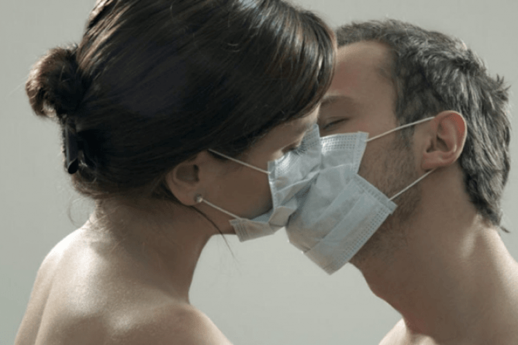 У Греції після карантину відкрилися борделі: працівниць інтимної сфери зобов'язали працювати в захисних масках