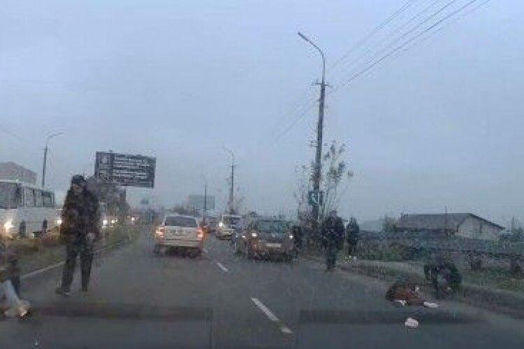 Одна з дівчаток, яких збило авто на Карпенка-Карого у Луцьку, – досі у важкому стані