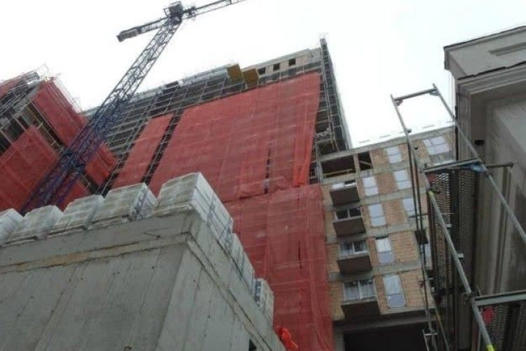 У Польщі український заробітчанин упав на будівництві з висоти 15-го поверху