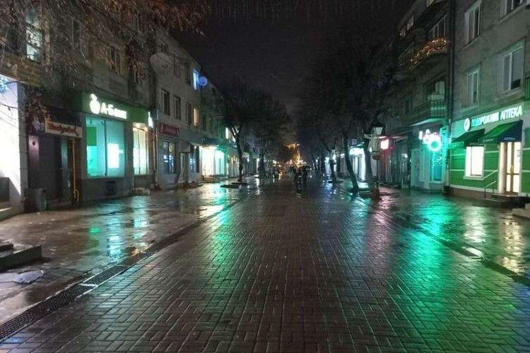 Увечері перед Різдвом у центрі Луцька згасли янголи (Фото)