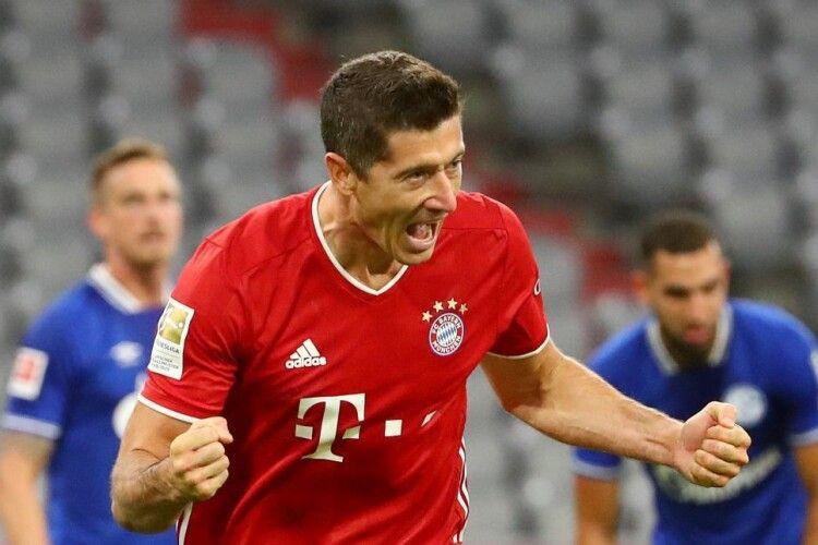 На старті нового сезону в Бундеслізі «Баварія» знищила «Шальке»