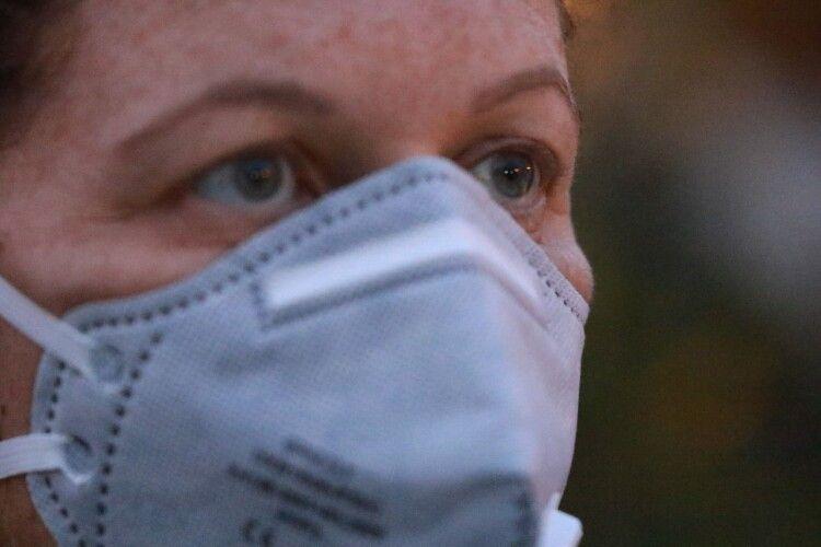 «Вірогідність зустрітися із коронавірусом прямує до 100%», – рівненський лікар