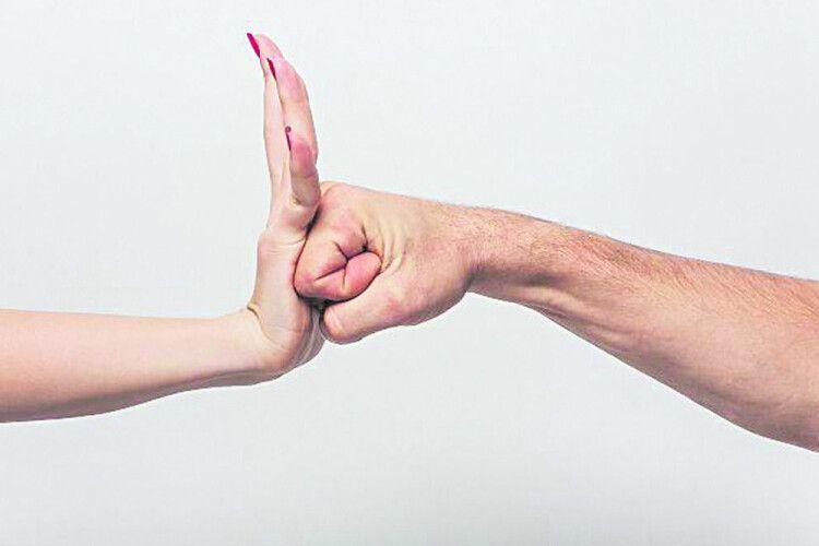 Б'є – значить, то не любов, а домашнє насилля!