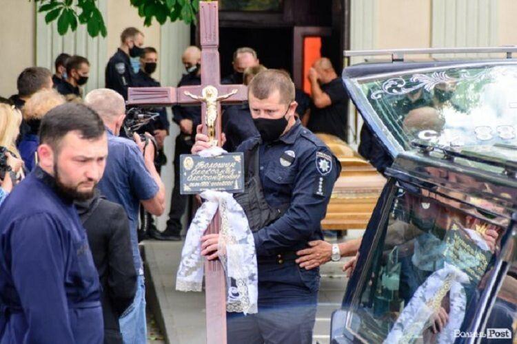 У Луцьку попрощалися з 25-річним поліцейським, який розбився в автокатастрофі (Фото)