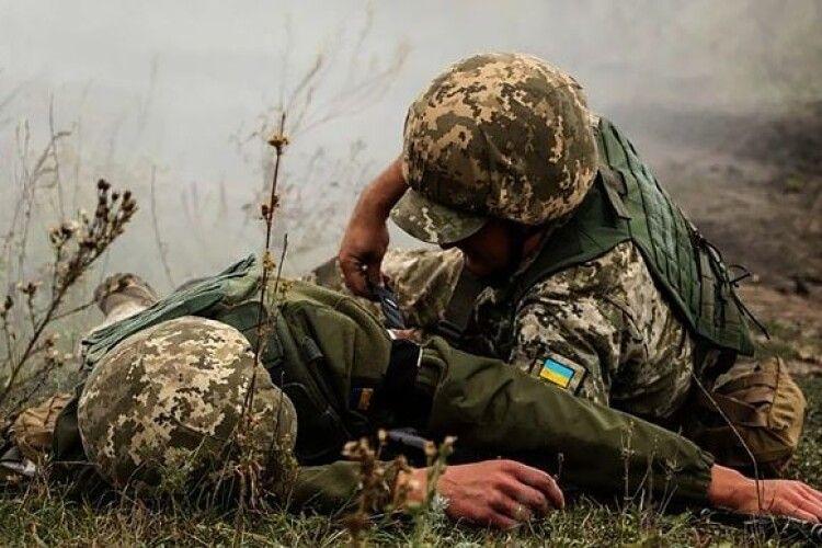 Біля Опитного й Мар'їнки поранено українських військових