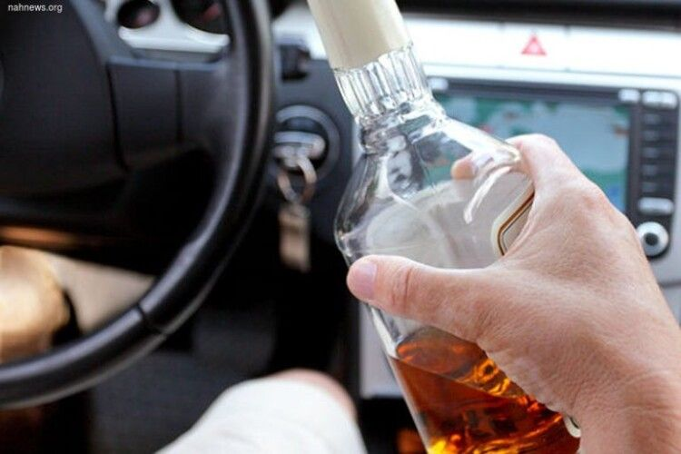 А ВОНО, а ВОНО... й далі їздить нашими дорогами: протягом року на водія Renault Megane склали 54 протоколи за керування транспортним засобом у стані сп'яніння