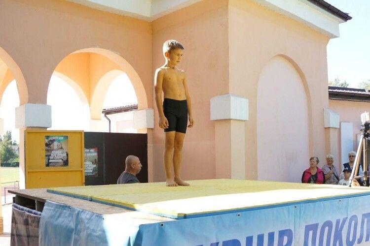 Дев'ятирічний українець віджався від підлоги 1001 раз