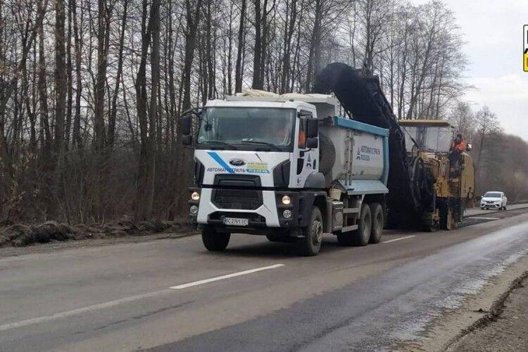 Будьте готові затриматися в дорозі: на Волині ремонтують дорогу