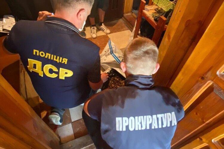 У двох мешканців Рівненщини правоохоронці вилучили бурштину на 1,4 мільйона гривень (Фото)
