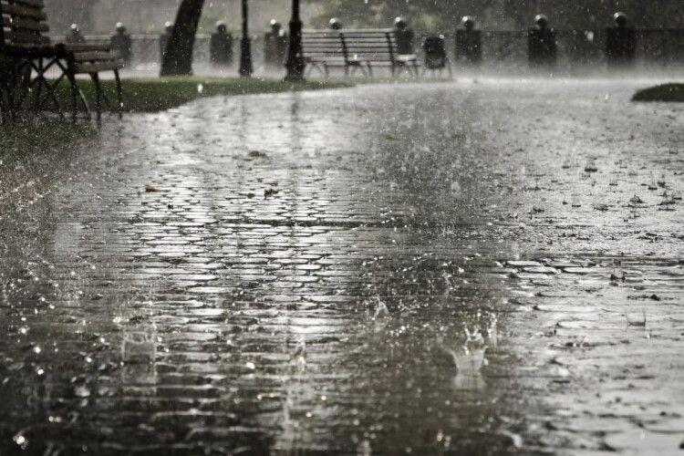 Синоптики розповіли, коли до України прийдуть дощі