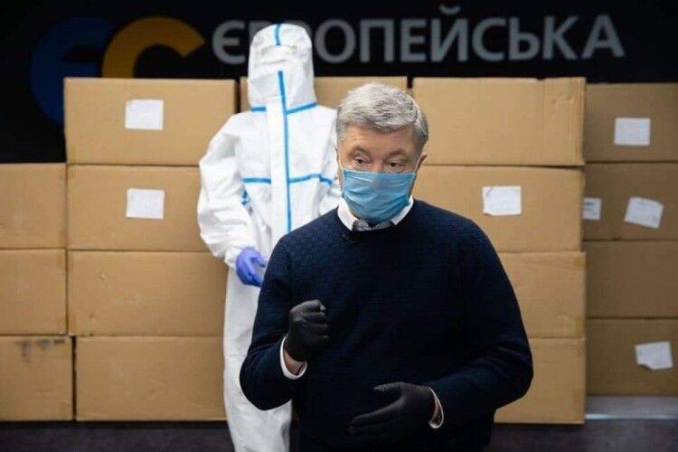 Компанія Порошенка закупила 130 000 захисних костюмів для українських медиків