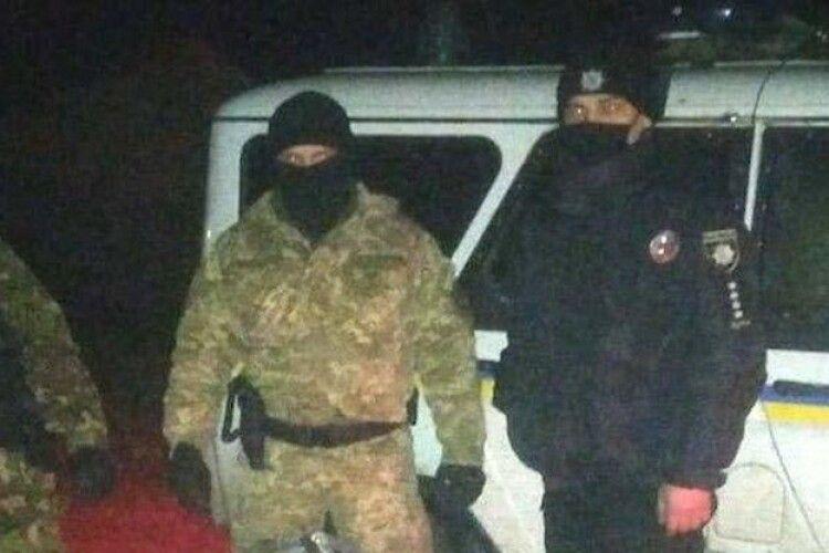 На Рівненщині старателі погрожували поліції розправою