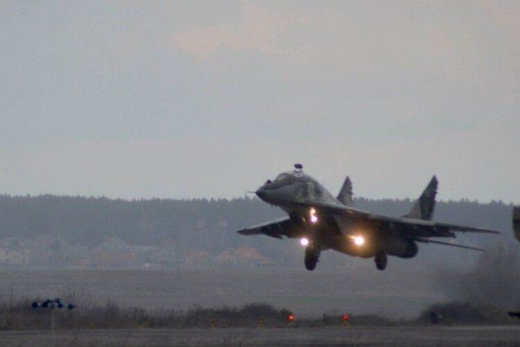 Над Волинню літали винищувачі кримської бригади (Фото)