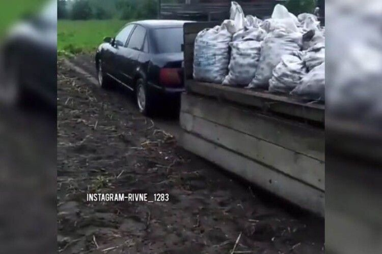 «Замість трактора»: як на Рівненщині «впрягають» євробляхи (Відео)