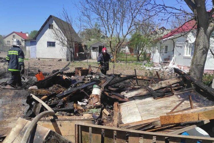 У селах на Горохівщині в людей, як сірник, погоріли господарські споруди (Фото)