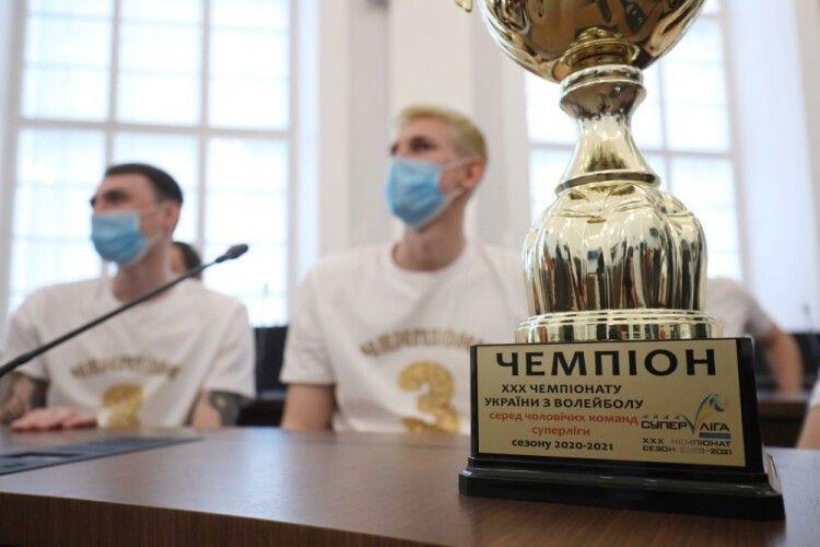 Волейбол: львівська влада нагородила кажанів за перемогу в Суперлізі (Фото)