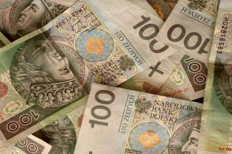 Поляки тепер платитимуть зарплату по-новому