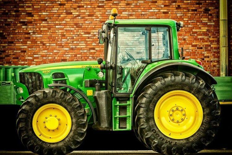 На Волині перекинувся трактор: водій загинув на місці