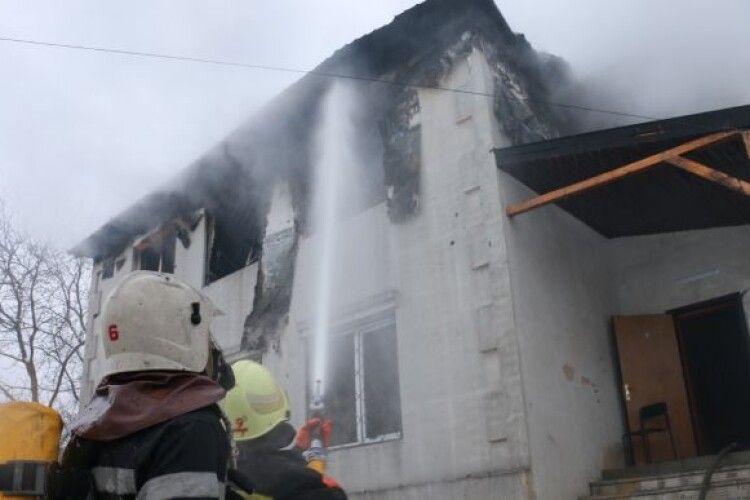 «Почали хреститися, коли вже вдарив грім...»: після загибелі під час пожежі 15 літніх людей у Харкові влада раптово заворушилася...