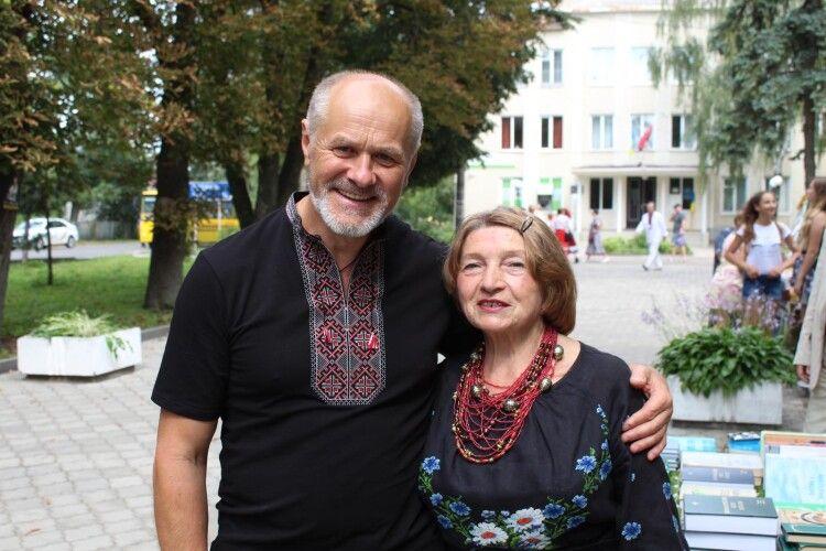 Завдяки Петру Панчуку у віддаленій Лобачівці не клуб, а театр! (Відео)