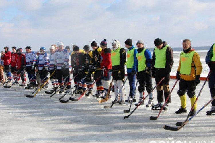 У Шацьку зіграють хокейний турнір на озері (Відео)
