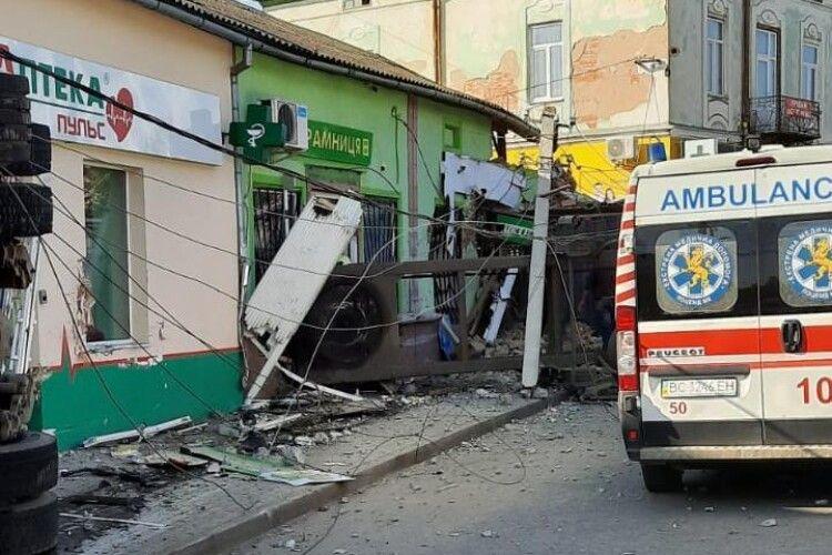 Моторошна трагедія на Львівщині: вантажівка влетіла в продуктову крамницю – четверо загиблих (Фото)
