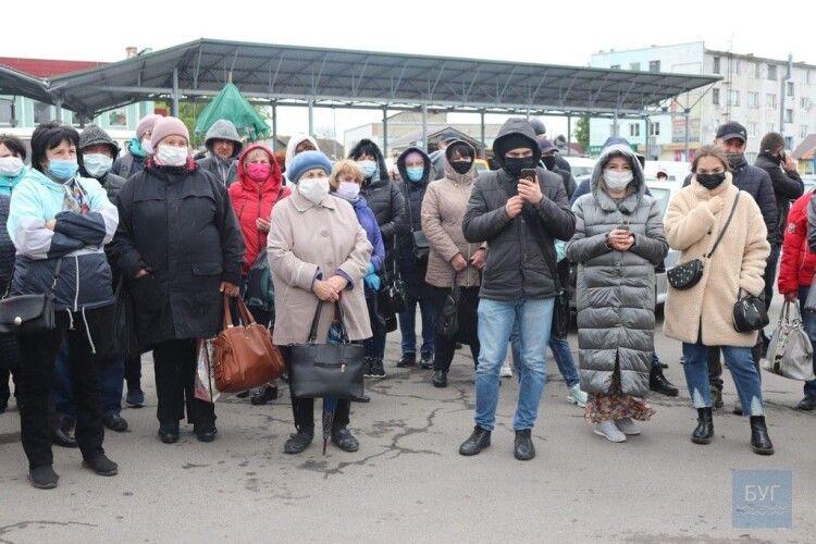 У Володимирі-Волинському підприємці вимагають відкрити непродовольчі ринки