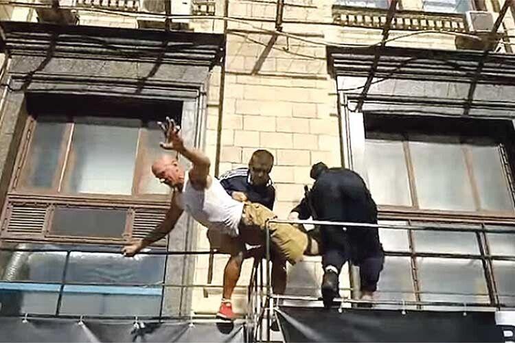 Ветерану АТО поліція розбила голову, бо… «зіпсував картинку»