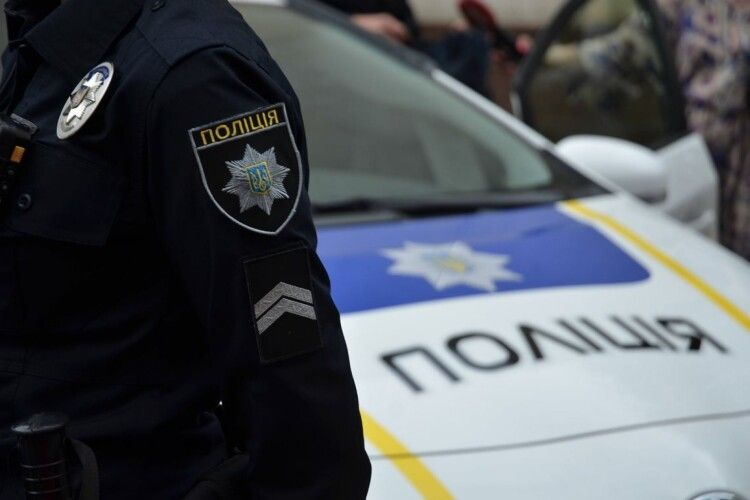 У Луцьку патрульні доставили додому на Декабристів чоловіка, який заблукав на Героїв УПА