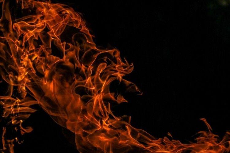 У волинянки в пожежі згорів і син, і чоловік. Сама жінка – у лікарні