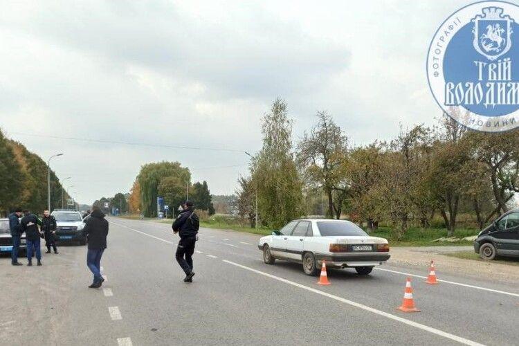 Від удару відкинуло на зустрічне авто: у місті на Волині машина збила дитину (Фото)