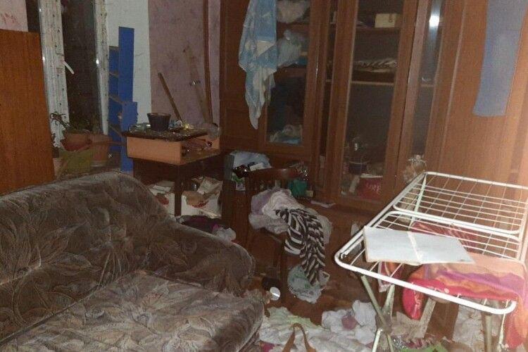 Трьох дітей батьки морили голодом. Малеча просила порятунку в сусідів