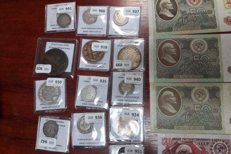На кордоні з Польщею прикордонники виявили колекцію старовинних монет та банкнот (Фото, відео)