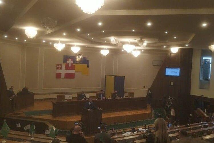 Депутати Волинської облради обурені відсутністю голови ОДА на сесії