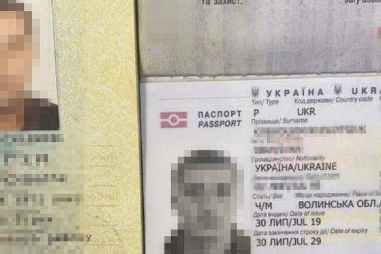 Взяв паспорт сина: у волинянина на кордоні вилучили документи